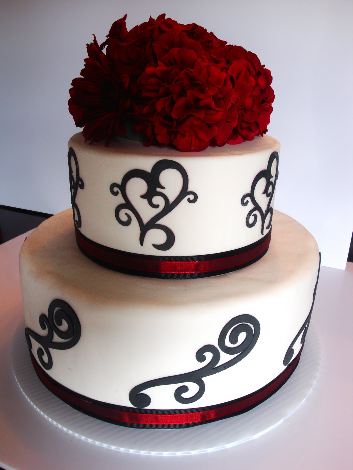 Simple Red And Black Wedding Cakes & Becuo
